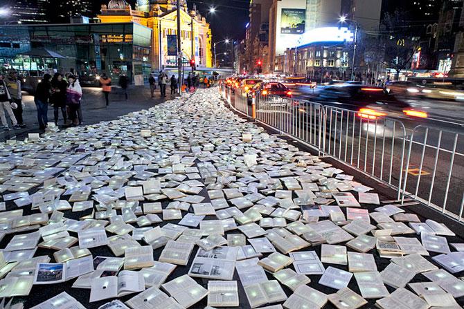 Raul de carti luminoase de la Melbourne - Poza 1