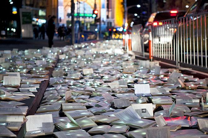 Raul de carti luminoase de la Melbourne - Poza 6