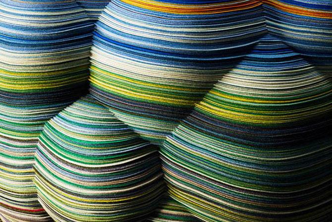 Un scaun multicolor din 800 m de ata - Poza 2