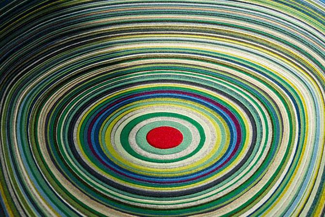 Un scaun multicolor din 800 m de ata - Poza 3