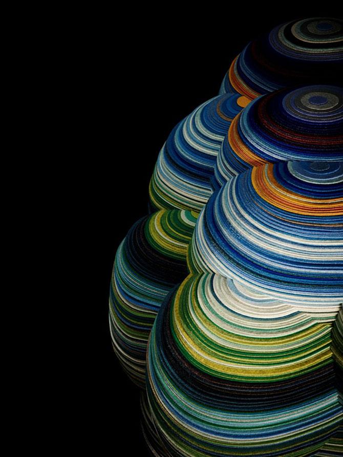 Un scaun multicolor din 800 m de ata - Poza 4