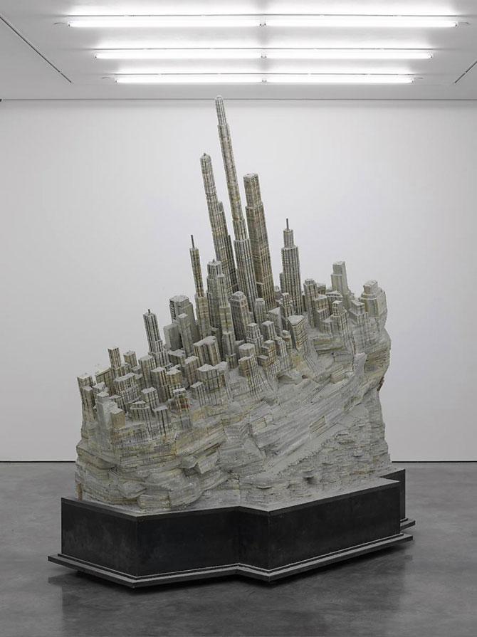 Un oras sculptat in carti de Liu Wei - Poza 1