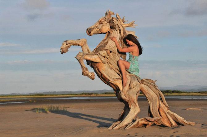 Sculpturi din lemne culese din ocean, de Jeffro Uitto - Poza 1