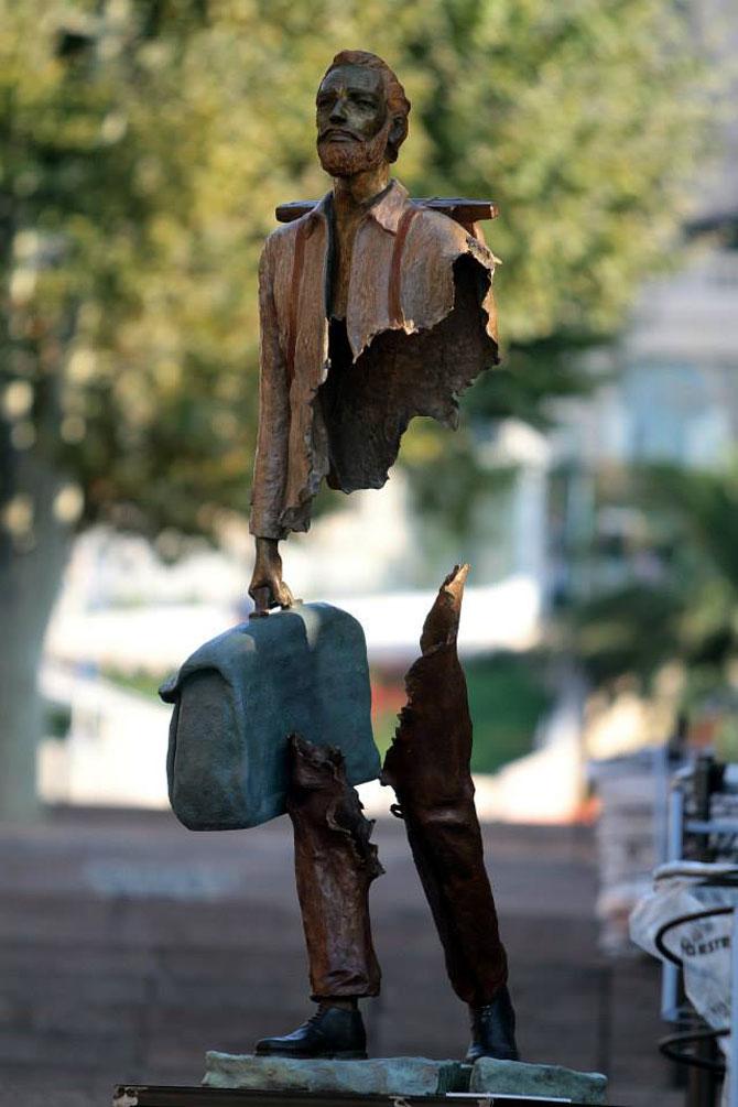 Statuile isi cauta bucatile lipsa - Poza 3