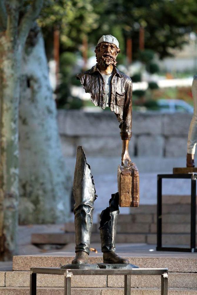 Statuile isi cauta bucatile lipsa - Poza 5