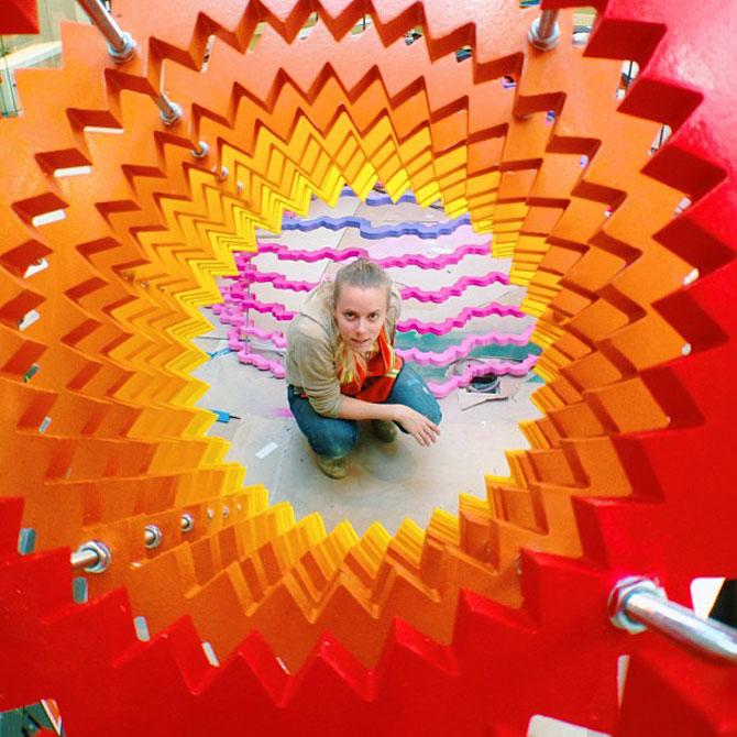Sculpturi multicolore la mall, de Arts Initiative - Poza 1