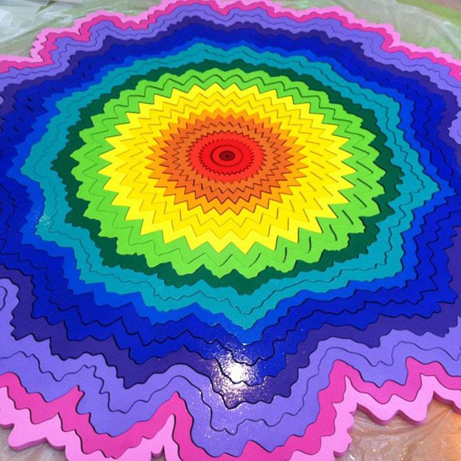 Sculpturi multicolore la mall, de Arts Initiative - Poza 3