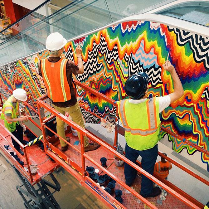 Sculpturi multicolore la mall, de Arts Initiative - Poza 4