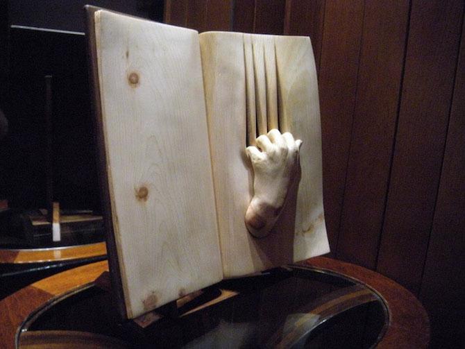 Viata sculptata in lemn si carti de Nino Orlandi - Poza 7