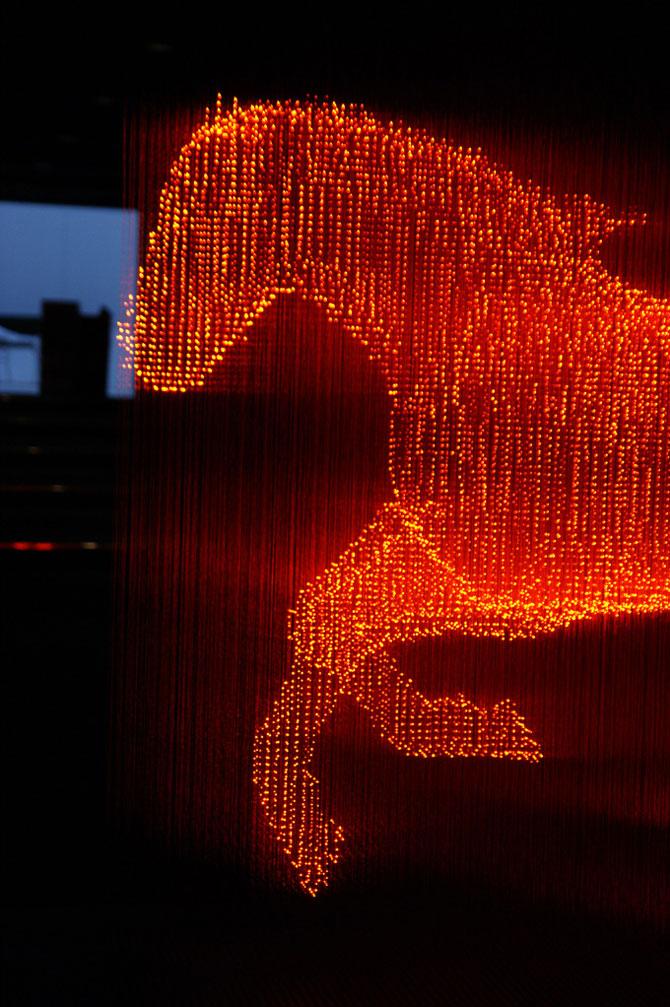Makoto Tojiki sculpteaza in lumina - Poza 2