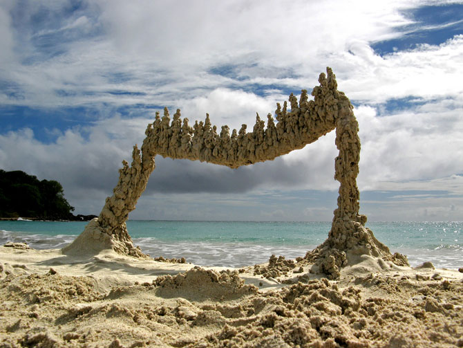 Sculpturi de nisip care sfideaza gravitatia - Poza 1