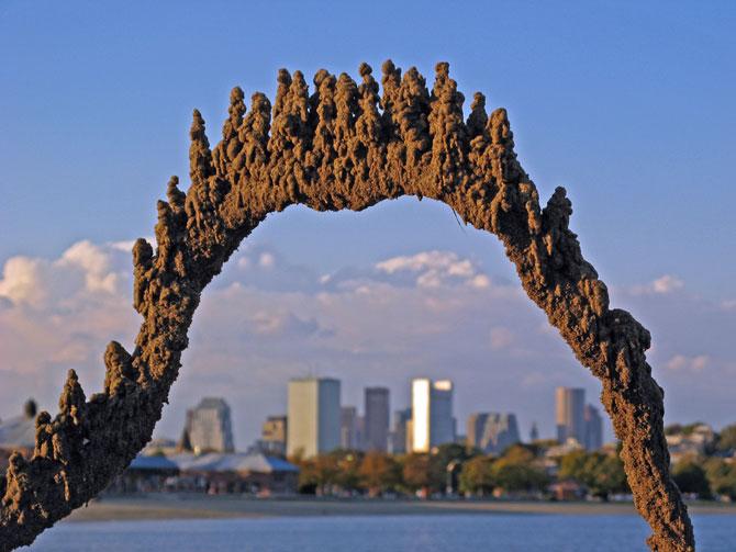 Sculpturi de nisip care sfideaza gravitatia - Poza 3