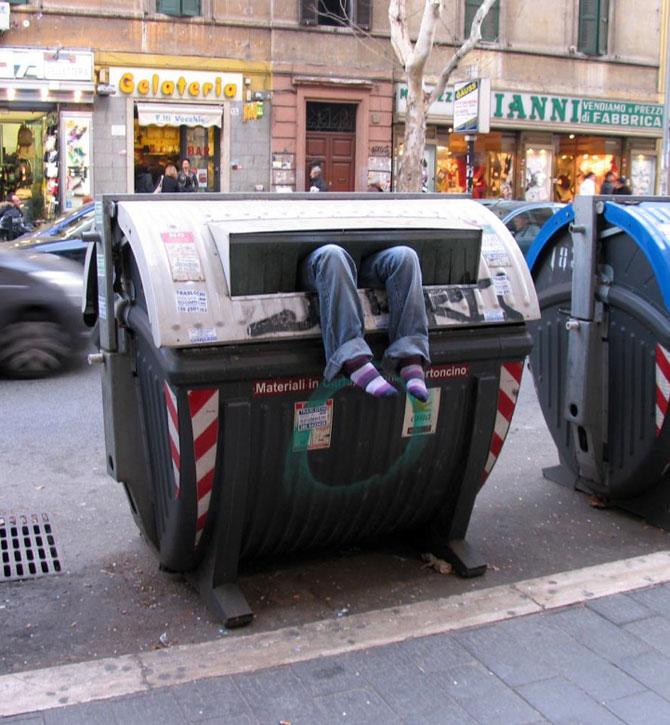 Soc si groaza la Roma: Sculpturi vii de Mark Jenkins - Poza 1