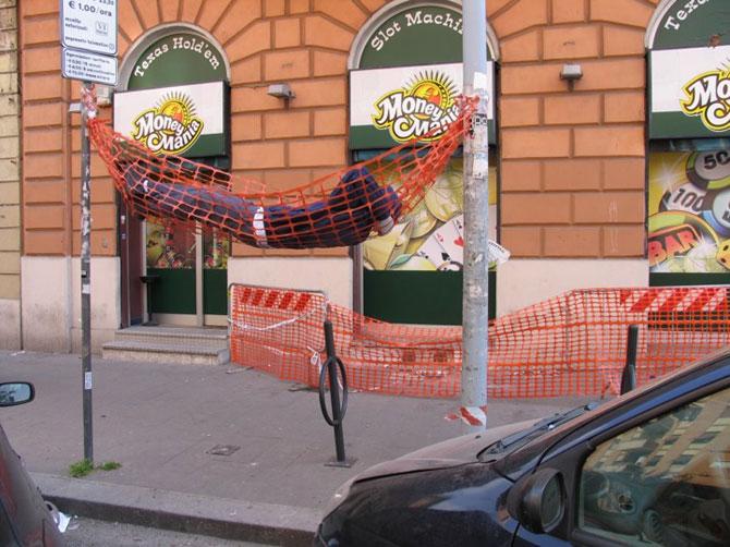 Soc si groaza la Roma: Sculpturi vii de Mark Jenkins - Poza 5
