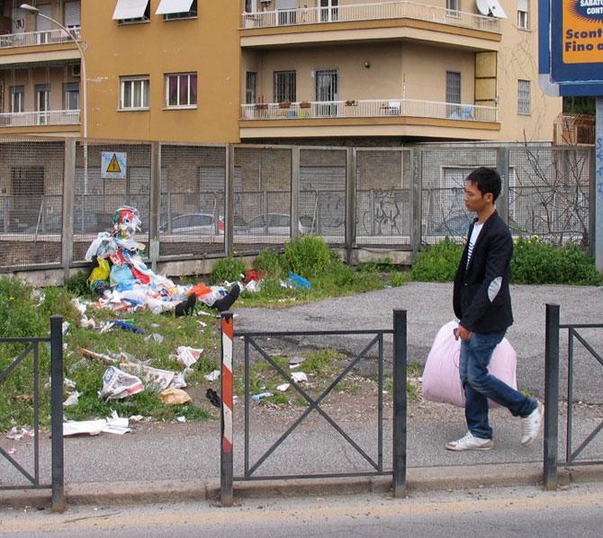 Soc si groaza la Roma: Sculpturi vii de Mark Jenkins - Poza 6