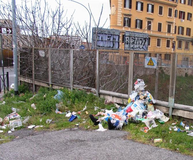 Soc si groaza la Roma: Sculpturi vii de Mark Jenkins - Poza 7