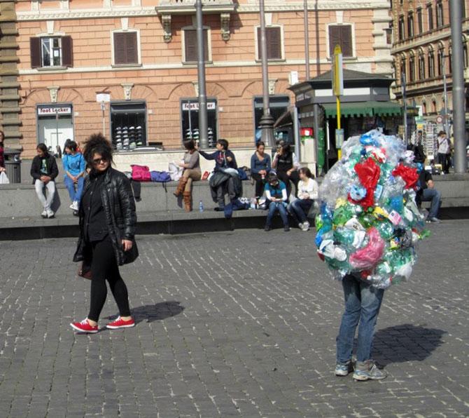 Soc si groaza la Roma: Sculpturi vii de Mark Jenkins - Poza 8