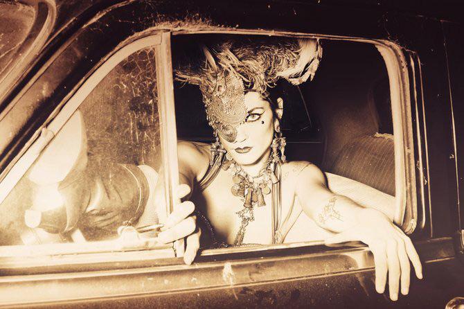 Carnaval burlesc cu Sequoia Emmanuelle - Poza 8