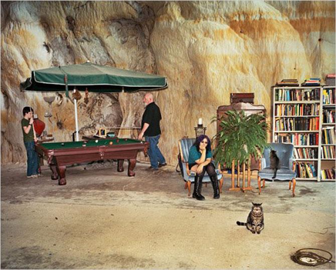 Familia Flintstone scoate casa din pestera la licitatie - Poza 2