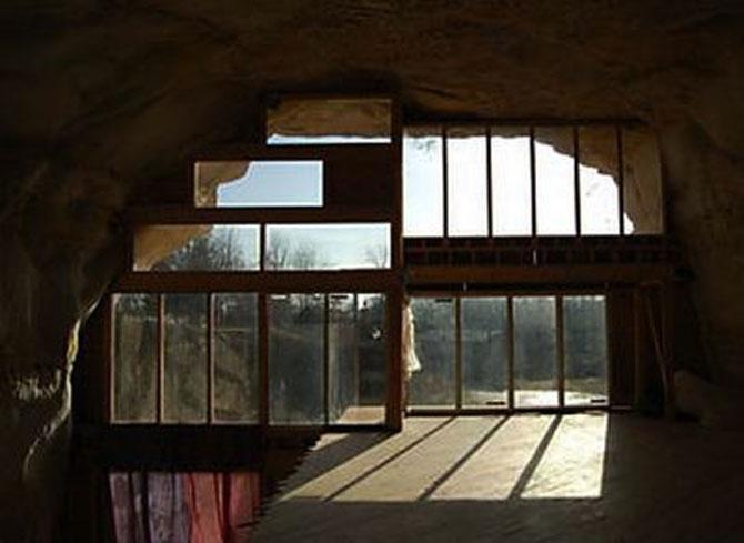 Familia Flintstone scoate casa din pestera la licitatie - Poza 4