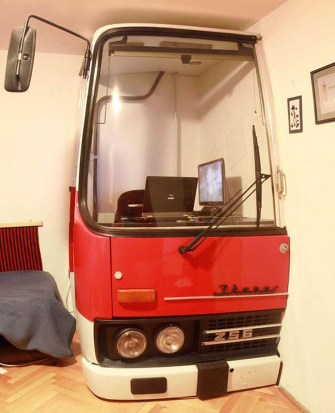 Biroul din masina timpului, intr-un autobuz Ikarus - Poza 2