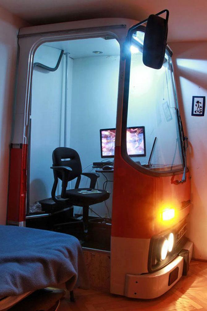 Biroul din masina timpului, intr-un autobuz Ikarus - Poza 5