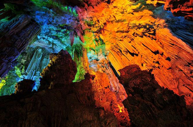 Pestera multicolora din China