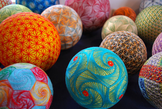 Batrana de 92 de ani si globurile colorate - Poza 1