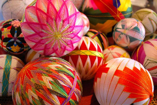 Batrana de 92 de ani si globurile colorate - Poza 2