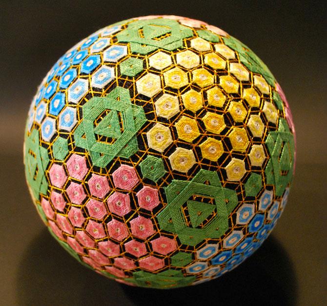 Batrana de 92 de ani si globurile colorate - Poza 6