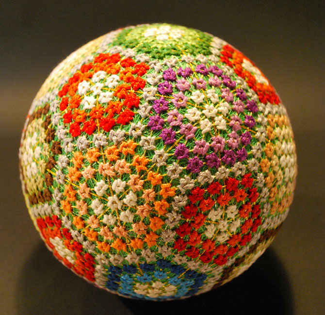 Batrana de 92 de ani si globurile colorate - Poza 10