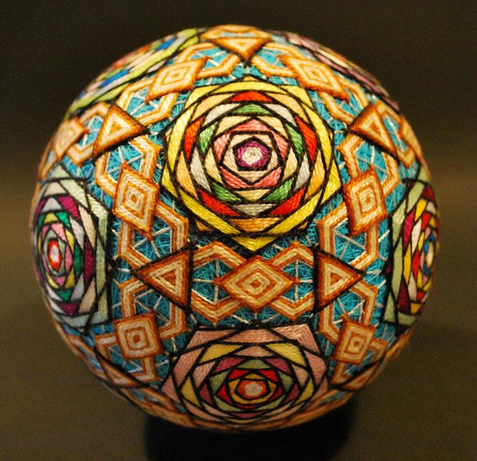 Batrana de 92 de ani si globurile colorate - Poza 12