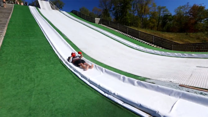 Slip N Slide: De pe tobogan direct in piscina - Poza 2