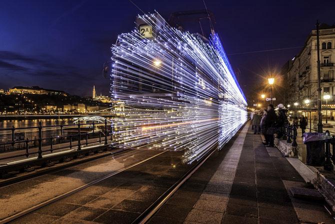 Superbele trenuri cu LED-uri de la Budapesta - Poza 1