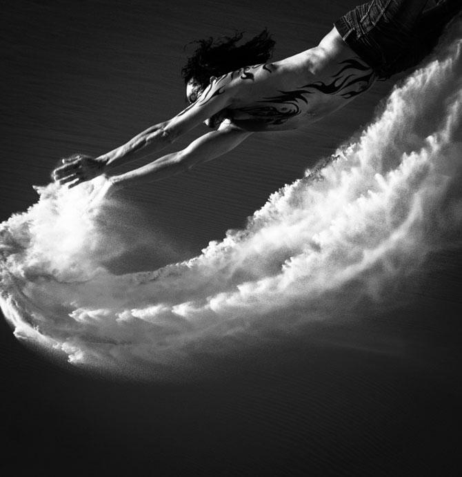 Unde de nisip in alb si negru, de Evelina Pentcheva - Poza 1