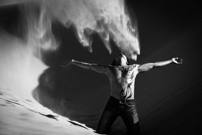 Unde de nisip in alb si negru, de Evelina Pentcheva - Poza 5