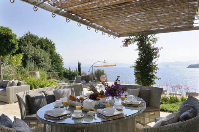 Revelion la Vila Atokis in Corfu?