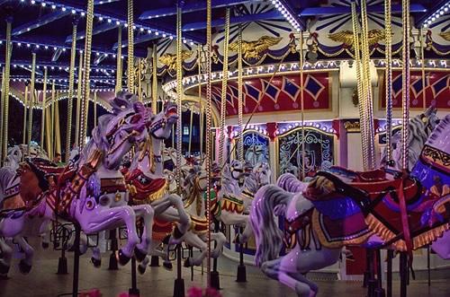 Fotografiile unui carusel plin de culoare - Poza 4
