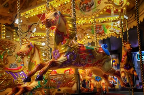 Fotografiile unui carusel plin de culoare - Poza 5