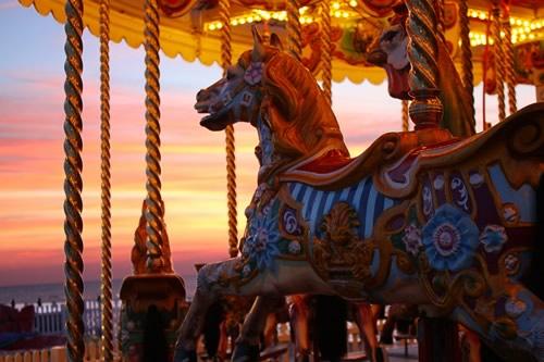 Fotografiile unui carusel plin de culoare - Poza 6