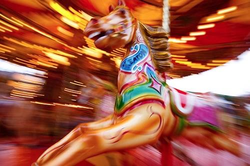 Fotografiile unui carusel plin de culoare - Poza 10