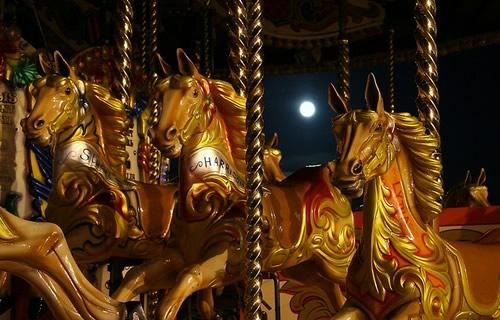 Fotografiile unui carusel plin de culoare - Poza 12