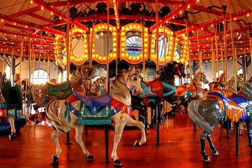 Fotografiile unui carusel plin de culoare - Poza 14