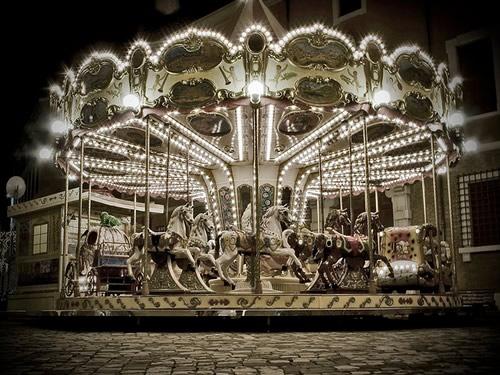 Fotografiile unui carusel plin de culoare - Poza 19