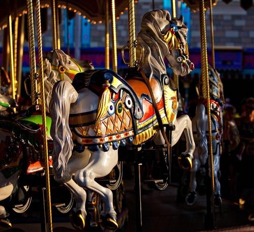 Fotografiile unui carusel plin de culoare - Poza 22