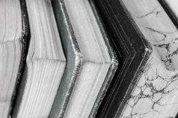 5 bestsellere pe care trebuie sa le ai in biblioteca - Poza 2
