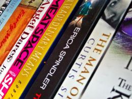 5 bestsellere pe care trebuie sa le ai in biblioteca - Poza 1