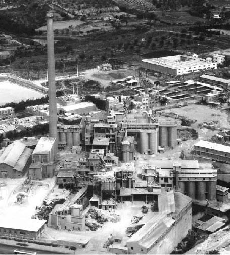 O fosta fabrica de ciment... - Poza 1