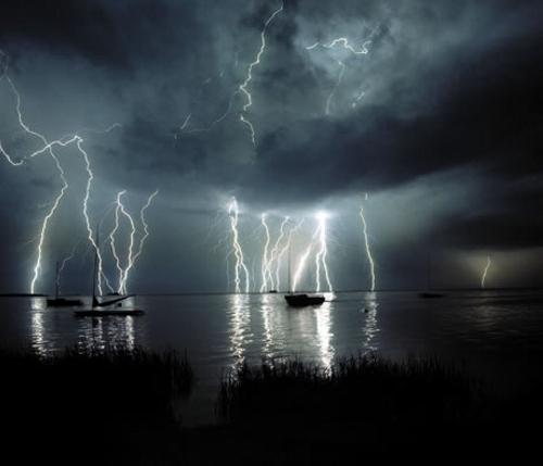 39 de fotografii uimitoare ale fulgerelor - Poza 12