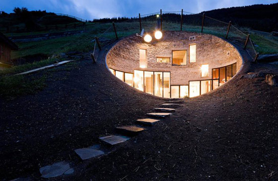Casa din colina - Poza 2